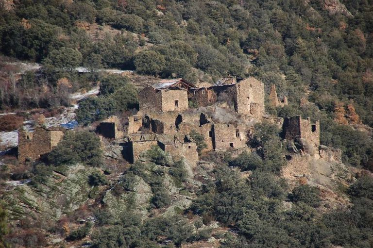 A hamlet in Lleida going for €450,000.