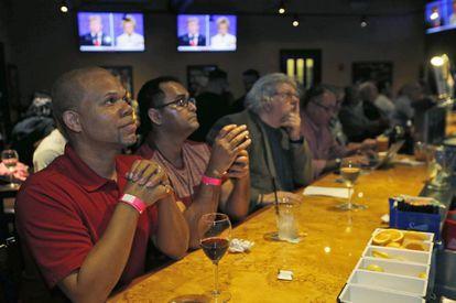 Customers at a bar in Miami Beach watch the debate.