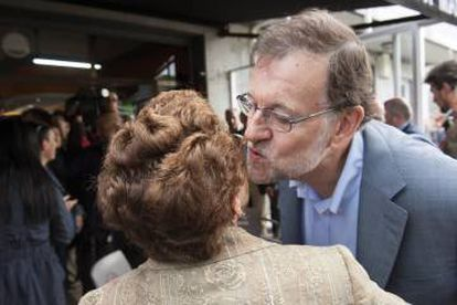 Rajoy greeted supporters in Avión, Ourense on Tuesday.