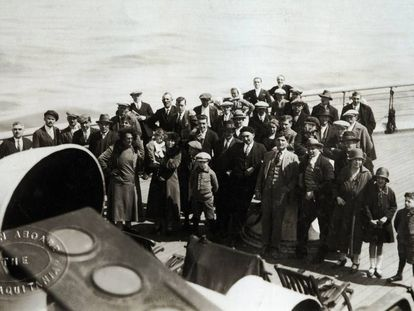 Spaniards on their way to the US in 1926 on the transatlantic liner, the Aquitania.