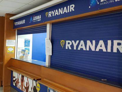 A Ryanair counter in Lanzarote.