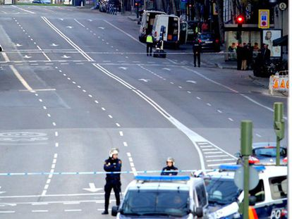 The area around PP headquarters on Génova Street has been cordoned off.