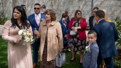 The recent wedding of Krisanne Lia and Fabian Mauro in Gibraltar, where masks are no longer obligatory outside.
