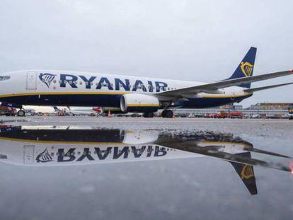 A Ryanair plane at Hamburg airport
