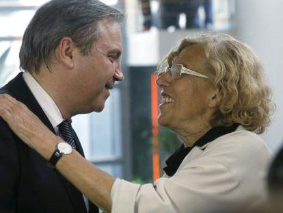 Antonio Miguel Carmona, leader of the Madrid Socialists, and Mayor Manuela Carmena.