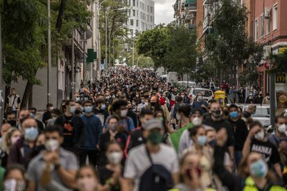 Residents of Vallecas during a protest against the selective lockdown on Sunday.