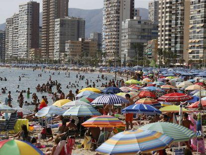 Thousands of tourists packing Levante beach in Benidorm