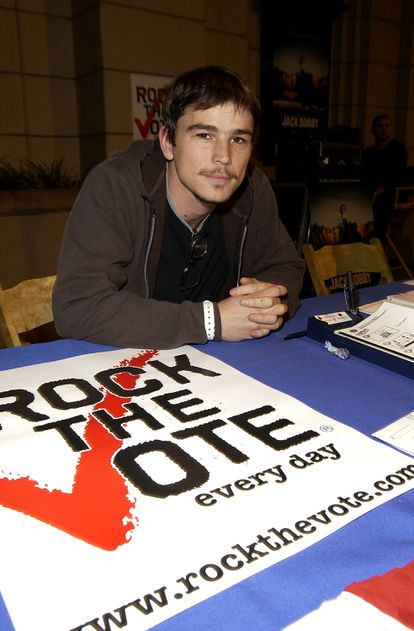 Josh Hartnett campaigning for Democratic candidate John Kerry in 2004, in what he now describes as a bad career move.