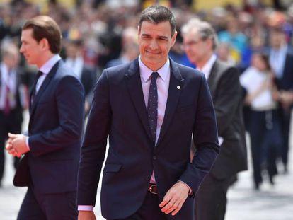 Pedro Sánchez arrives at the EU summit in Romania.