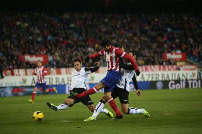 Valencia's defenders bounce off Diego Costa last Sunday.