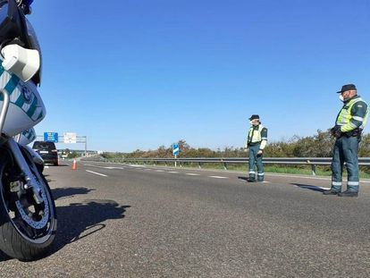 A Civil Guard road check in Extremadura.