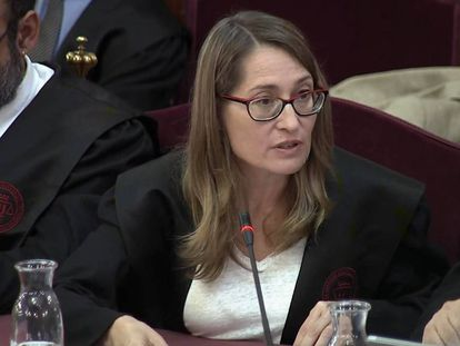 Marina Roig, the defense lawyer for Jordi Cuixart, at the Supreme Court.