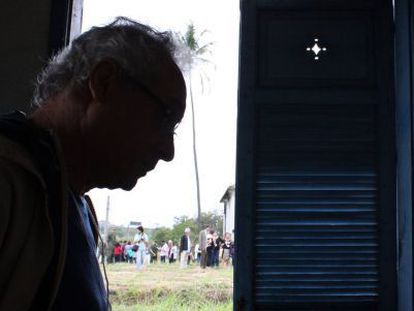 Umberto Trigueiros Lima in the house where he was tortured in Rio de Janeiro.