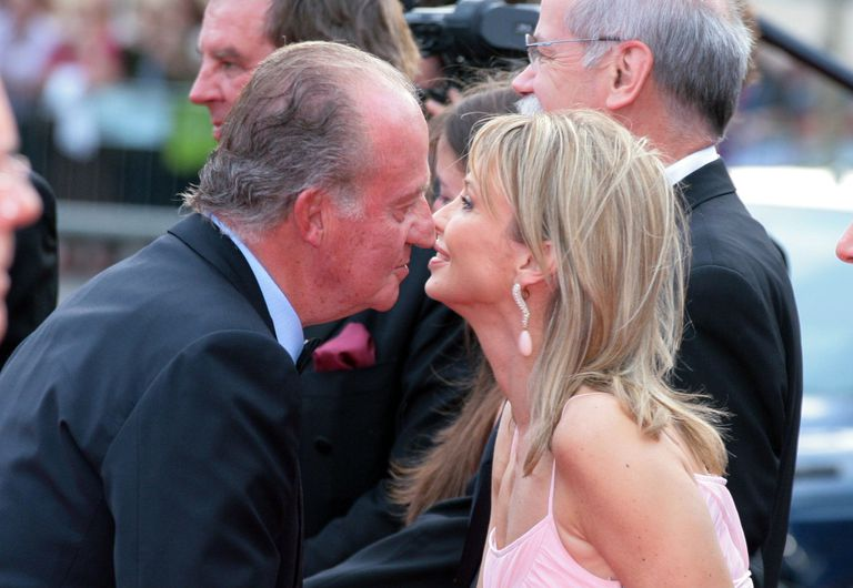 Spanish King Juan Carlos meets Corinna Larsen during the Laureus Award in Barcelona on 22 May 2006.