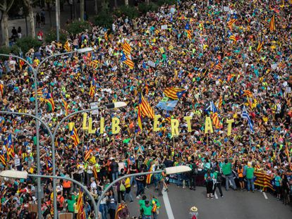 Protesters arrive from Barcelona province to the Catalan capital.