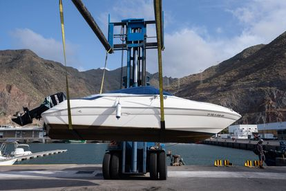 Tomás Gimeno's boat is taken out of the water for a new inspection in  Santa Cruz de Tenerife.