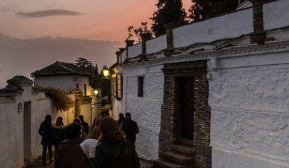 Participants of a nighttime tour in Granada.