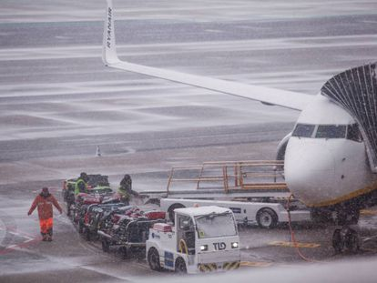 Snow at Madrid's Barajas airport on Monday.