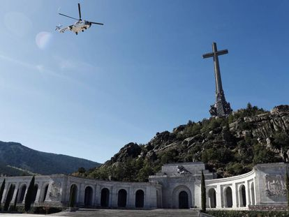 A helicopter carrying Francisco Franco's coffin leaves the Valley of the Fallen.