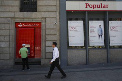 Santander and Popular branch offices next door to each other.