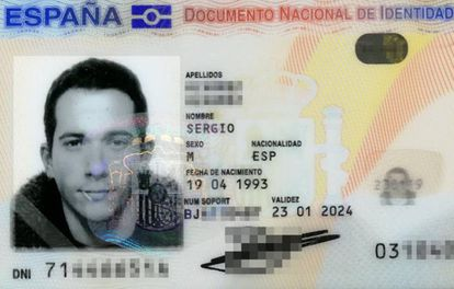 Sergio Álvarez's ID photo with the toothpick in his mouth.
