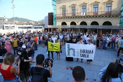 A protest in Irun to denounce the death of a migrant who died while trying to cross the Bidasoa river.