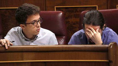 Podemos founders Pablo Iglesias (r) and Íñigo Errejón in Congress.