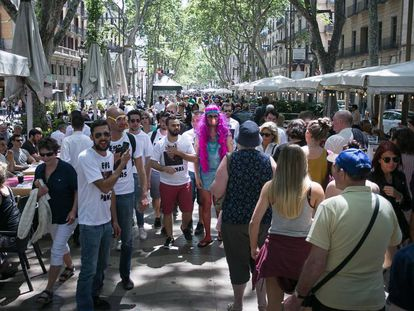 A group of tourists celebrating a bachelor's party in Barcelona.