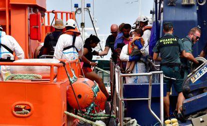 Migrants rescued at sea arrive in Almería.