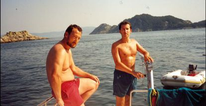 Alberto Núñez Feijóo (r) and Marcial Dorado photographed on one of the latter's boats off the Galician coast in 1995.