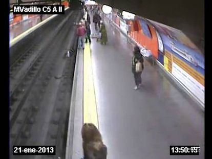Officer saves woman who fainted and fell onto Metro tracks