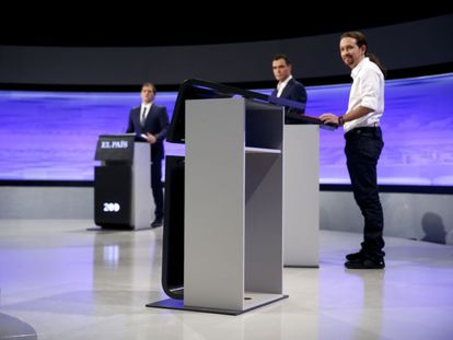 The candidates look at Rajoy's empty lectern during the debate.