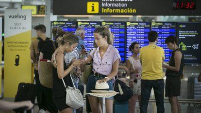 Travelers at El Prat airport in Barcelona.