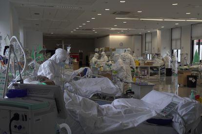 The intensive care unit at Valdecilla hospital in Cantabria.