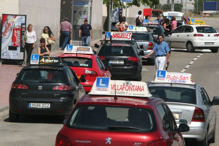 Driving school vehicles in Móstoles (Madrid).