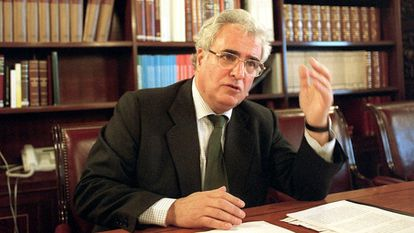 Enrique Múgica in Madrid in 2001.