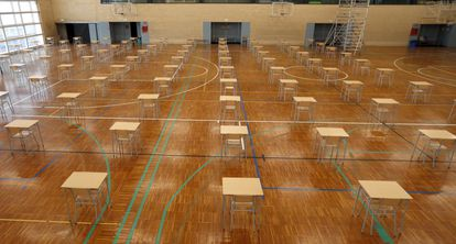 Tables and chairs are set up on the basketball court of a school in Bilbao to maintain safe distances.