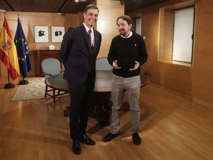 Acting Prime Minister Pedro Sánchez in a meeting with Unidas Podemos leader Pablo Iglesias.