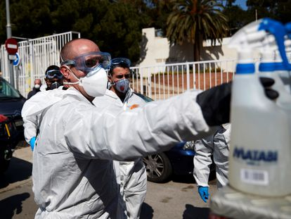 Members of the Emergency Military Unit disinfect a center for minors in Catalonia.