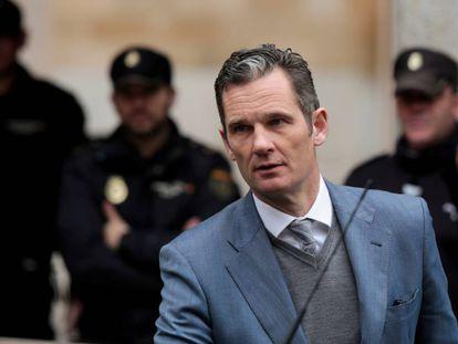 Iñaki Urdangarin walks out of a Palma court on February 23.
