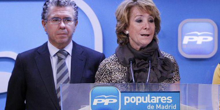 Francisco Granados standing behind former Madrid premier Esperanza Aguirre.