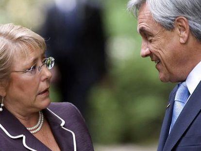 Michelle Bachelet speaks with former President Sebastián Piñera.