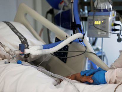 UCI del Hospital Complo Hospital de Navarra, 1 de abril Archivo fotográfico.