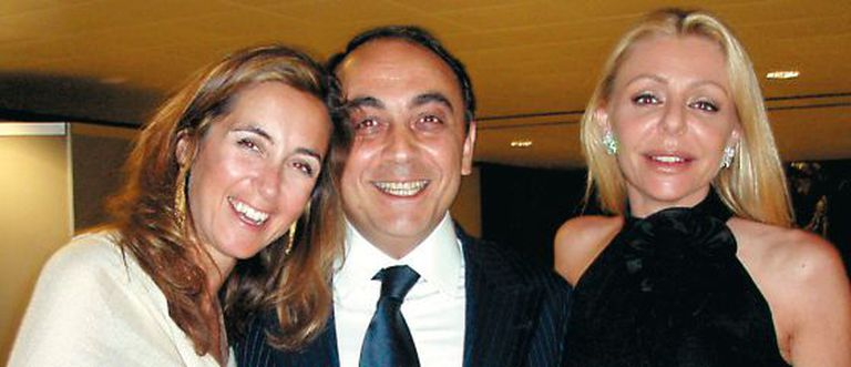 Giovanni Carenzio with Mónica Cembro (left) and Elisabetta Caltagirone at a dinner he organized in 2007.