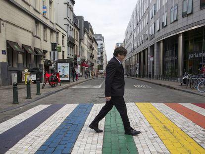 Carles Puigdemont walks towards the European Parliament.