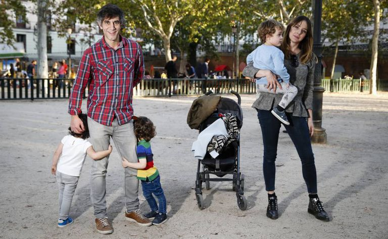 Tomás Bastarreche with his kids and Carol Rodríguez with her son.