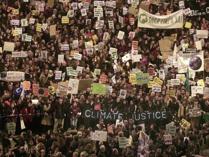 Thousands take part in the climate change rally in Madrid (Spanish audio).