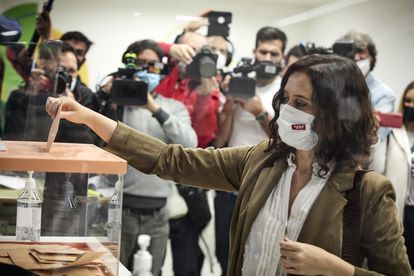 PP candidate Isabel Díaz Ayuso casts her vote on Tuesday morning.