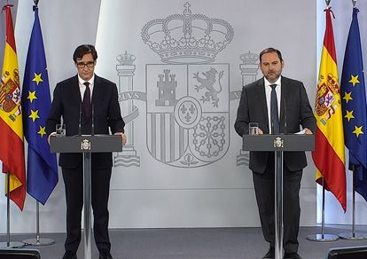 Health Minister Salvador Illa (l) and Transportation Minister José Luis Ábalos at a joint press briefing on Monday.