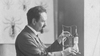 Rudolf Weigl in his laboratory.